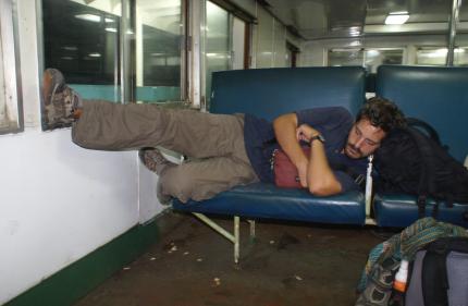 Ludo confortablement installé dans le ferry